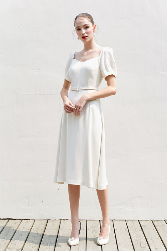 [아이린, 손예진, 이성경, 윤승아 착용] GISELLE Sweetheart square neck short puff-sleeve dress (Ivory)