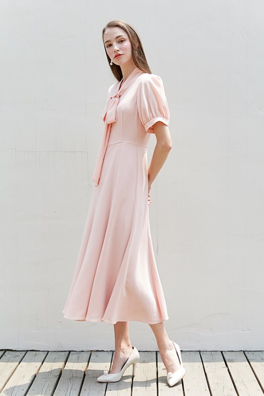 [박신혜, 아이유 착용]KATE ribbon tied short puff-sleeve dress(Peach pink)