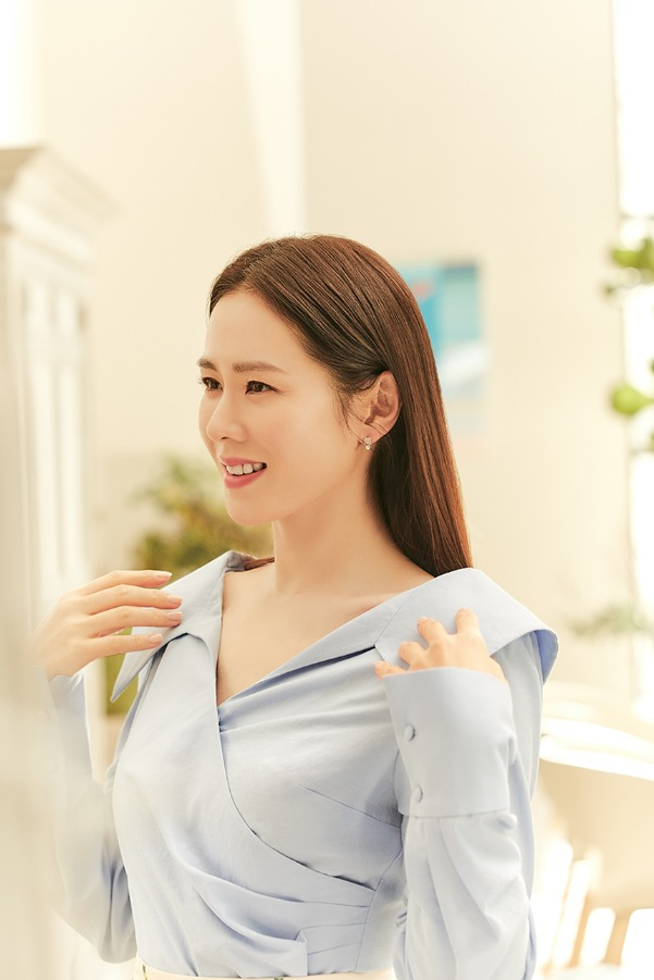 ELLIE V-neck shirred blouse (Cornflower blue)