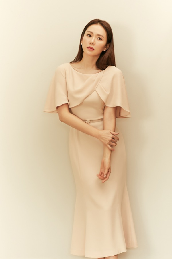 BEAUTE Cape sleeve semi-mermaid dress (Pink beige)