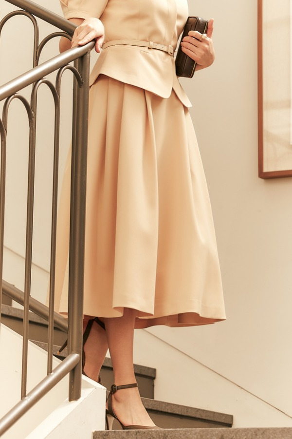 FLEUR Waist Tuck detail voluminous skirt (Butter)
